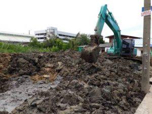 การรับดิน ก่อนการปรับพื้นที่ให้ได้ระดับ